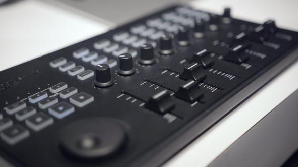KORG nanoKONTROL Studio MIDI: 3