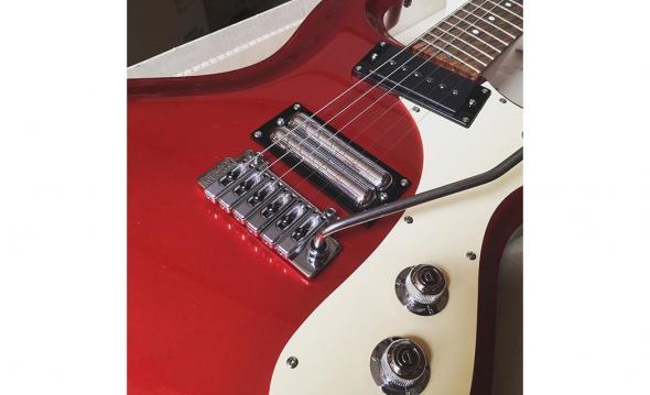 Danelectro 64W (Red Metallic): 4